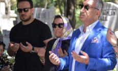 Kemal Sunal, vefatının 19. yılında mezarı başında anıldı! 'Çocuğumla babamın filmlerini izleyeceğim'